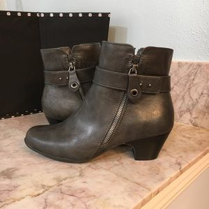 Michael Shannon Sonsa Gray Ankle Booties